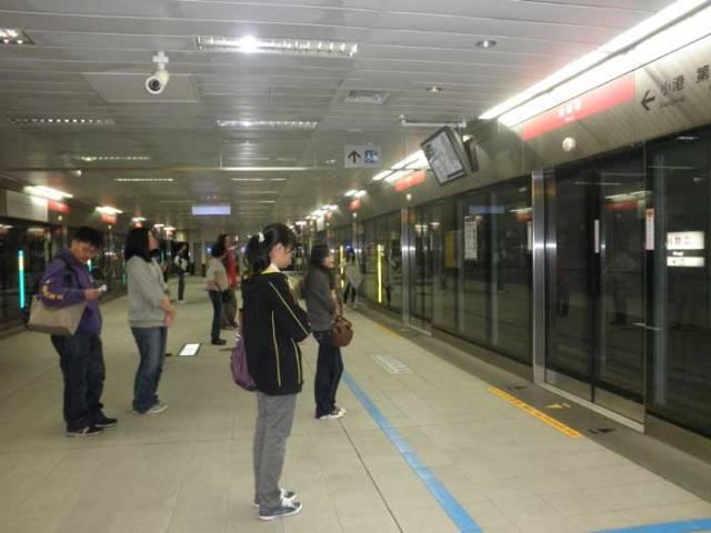 Ruang-Tunggu-MRT-Taiwan