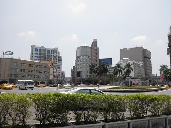 Kondisi depan stasion kereta api Tainan