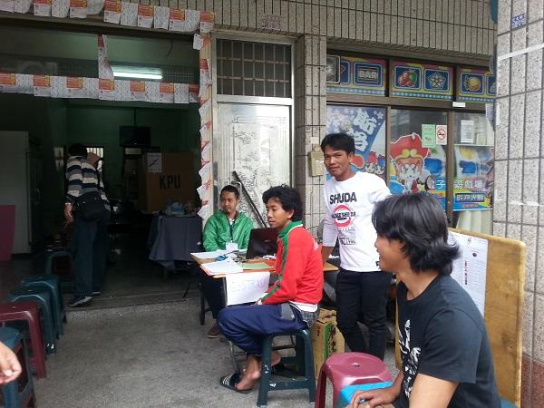 Panitia sedang menunggu kedatangan pemilih