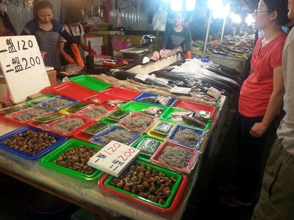 Suasana pasar ikan yang indah dan bersih